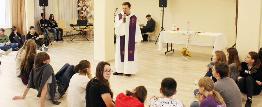 Bóg trafia do serc młodzieży bierzmowanej