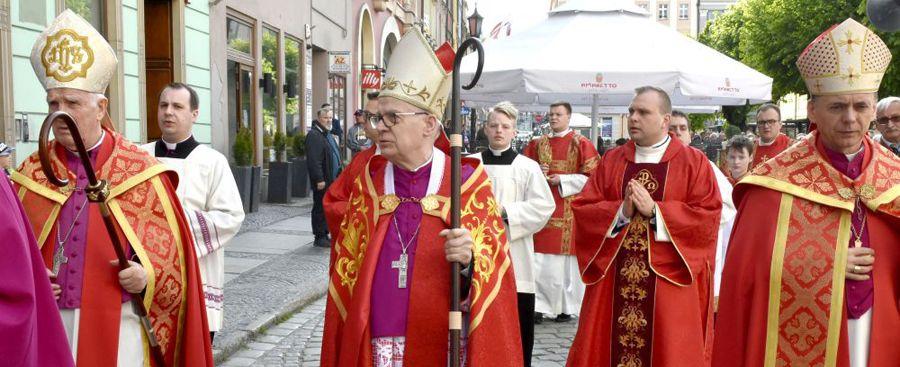 Kościół święty potrafi wzrastać wśród cierpień