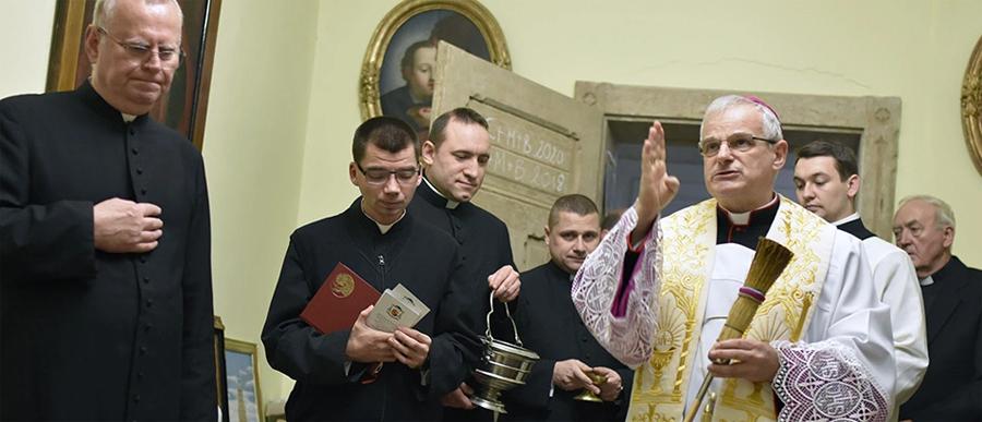 Bp Marek z kolędą u księży z katedry
