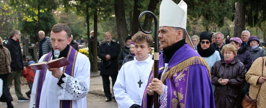 Wszystkich Świętych na cmentarzu przy al. Brzozowej