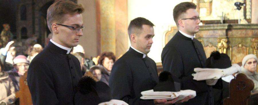 Po co nosić strój kapłański?