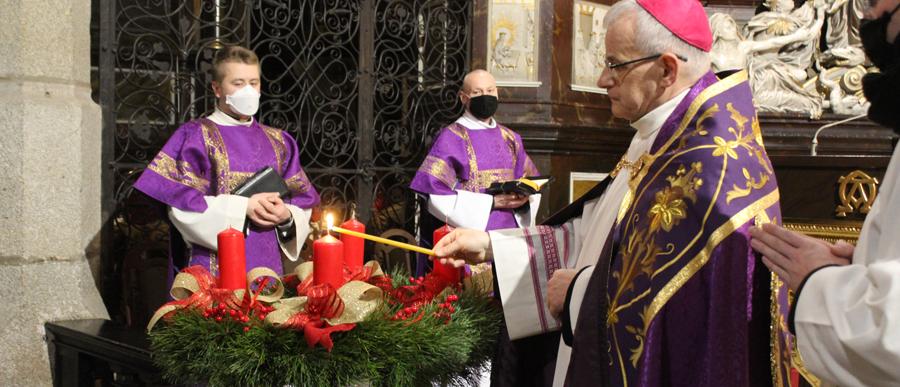 Nieszpory z biskupem rozpoczęły Adwent